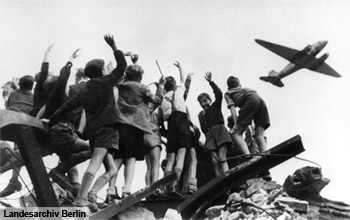 Children waving a plane during the Berlin Blockade