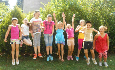 springende Kinder in Polen